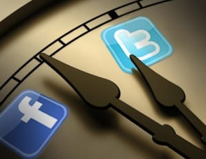 twitter fb time 300x231 The Art of Timing   Posting on Facebook