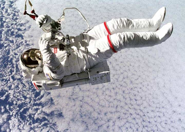 Free images astronaut spacewalk